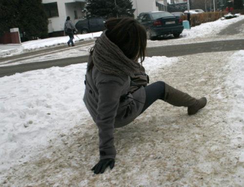 Nieodśnieżony chodnik może być przyczyną poślizgnięcia